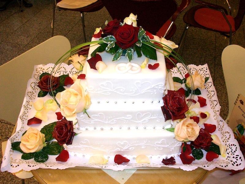 Hochzeitstorten 3 Stöckig Pictures to pin on Pinterest